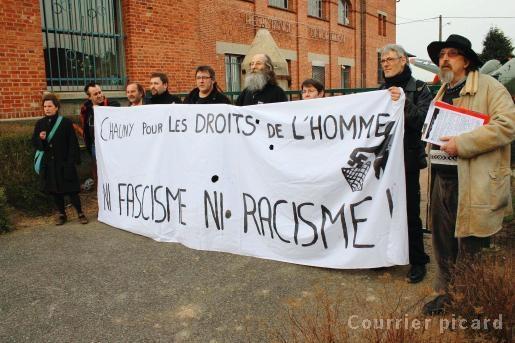 https://placedumarche.files.wordpress.com/2012/10/31300746la-manifestation-anti-fasciste-s-organise-reference-jpg.jpg?w=300